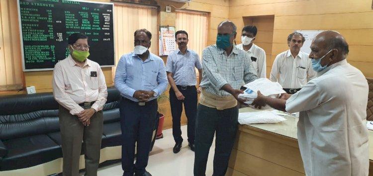 નારાયણ સેવા ચેરીટેબલ ટ્રસ્ટ દ્વારા જી.જી.હોસ્પિટલને 50 PPE કીટ અર્પણ