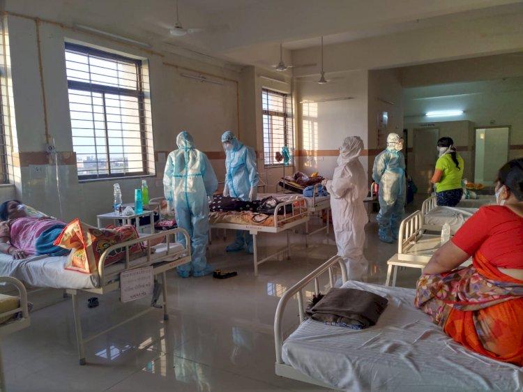 જયારે દ્વારકા કલેકટર ખુદ PPE કીટ પહેરી કોવીડ હોસ્પીટલમાં દર્દીઓને મળવા પહોચ્યા