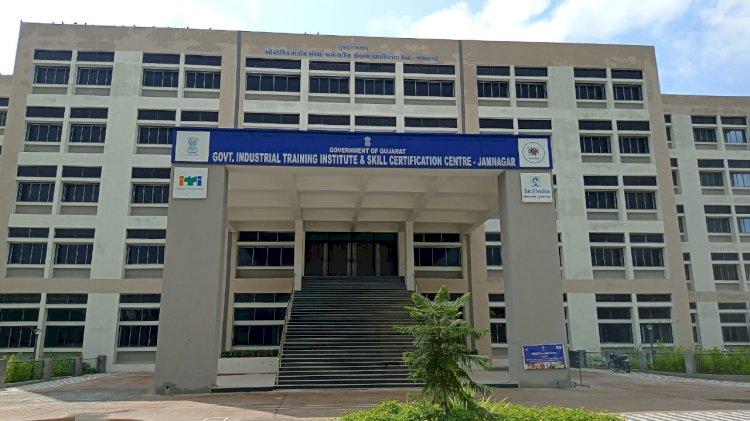 જામનગર: આઈ.ટી.આઈ.માં કોમ્પ્યુટરના કોર્ષની પરીક્ષા આપનારા વિદ્યાર્થીઓ સામૂહિક રીતે નાપાસ..