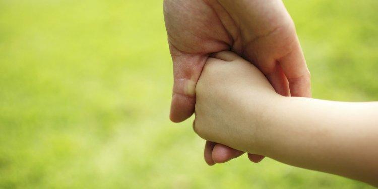 મારે બાળક દત્તક લેવું છે: પણ ક્યાંથી, કેવી રીતે?