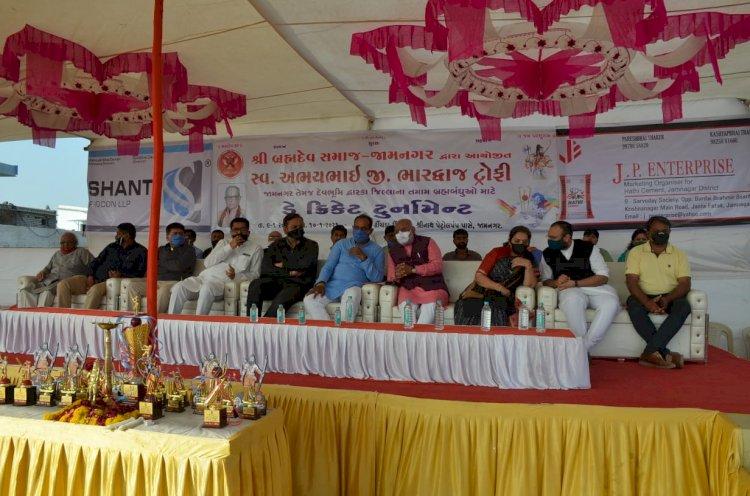 બ્રહ્મદેવ સમાજ ગુજરાત જામનગર ટીમ દ્વારા સ્વ.અભયભાઈ ભારદ્વાજ ટ્રોફી ડે ક્રિકેટ ટુર્નામેન્ટનું કરાયું હતું આયોજન