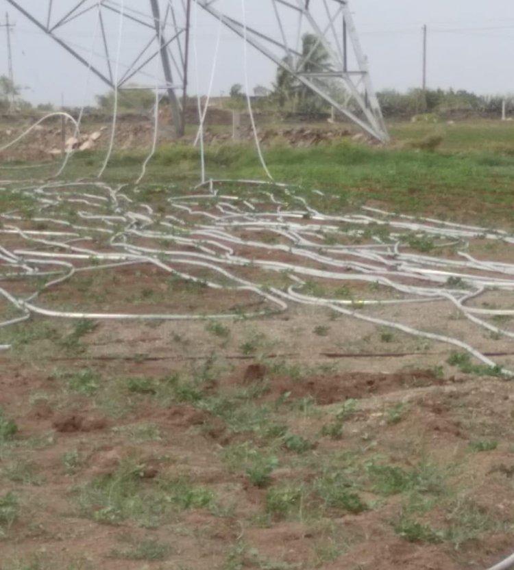 ખંભાળિયાના ગ્રામ્ય વિસ્તારોમાં ખાનગી વીજપોલ કંપની દ્વારા ખેતરોમાં થતા વ્યાપક નુકસાન અંગે તંત્રને લેખિત રજૂઆતો