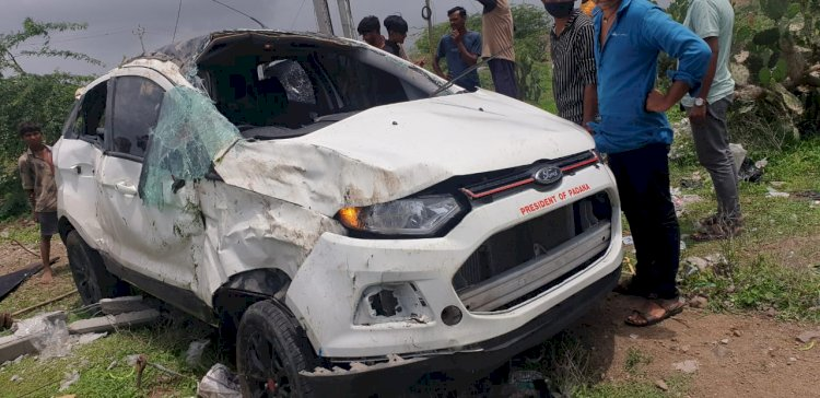 જામનગર:પડાણા નજીક શ્વાન આડું ઉતરતા કારની પલટી, 2 યુવકોના મોત