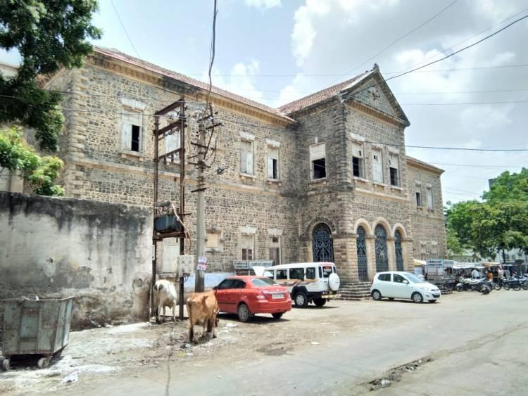 જામનગર:જર્જરિત ઈમારતોને માત્ર નોટીસ આપી સંતોષ..મોટીદુર્ઘટના ને આમંત્રણ....