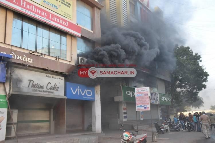 જામનગર:લીમડાલાઇન વિસ્તારમાં લાગેલ આગથી મચી અફડાતફડી..