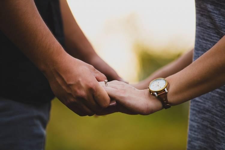 બીમાર પરિણીત પ્રેમિકાને મળવા પહોચ્યો પ્રેમી...અને આવી ગયો પતિ..
