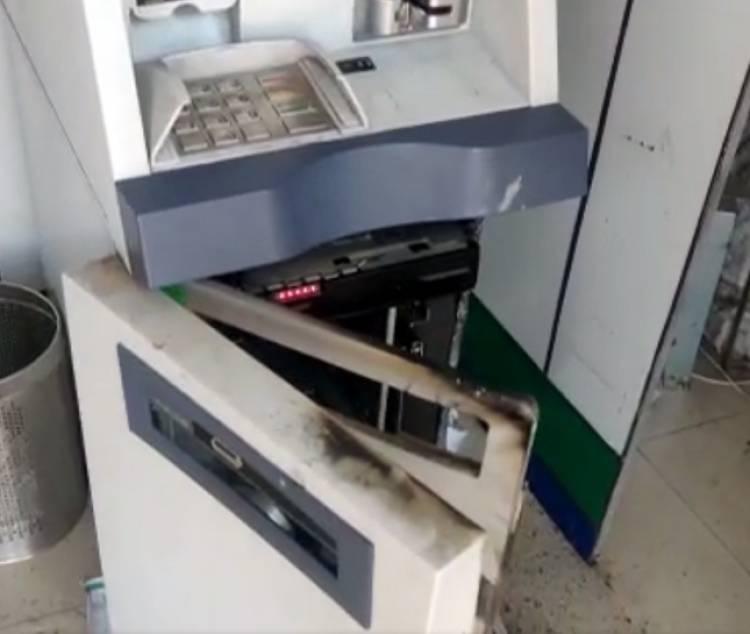 ગ્રાહકની જેમ જ ATM સેન્ટરમાં પહોચેલા એ શખ્સોએ આ રીતે તોડ્યું ATM