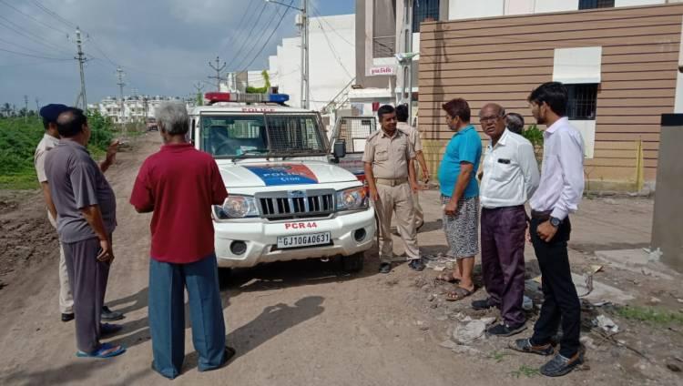 ગુલાબનગર નજીક બે મકાનોના તાળા તૂટતા પોલીસ પહોચી