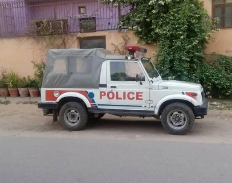 'રિવોલ્વર લાવ એક બેને પાડી દવ' પોલીસ સ્ટેશનમાં બૂટલેગરની ધમાલ
