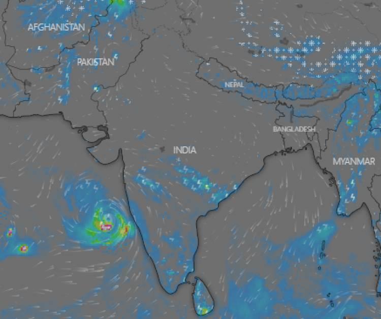 મહા વાવાઝોડાએ લીધો ગુજરાત તરફ વળાંક, જાણો ક્યારે ટકરાશે