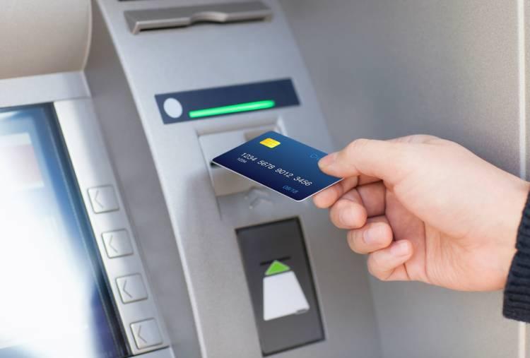 ATMમાં પૈસા ઉપાડવા ગયેલી યુવતી સાથે બન્યું આવું...
