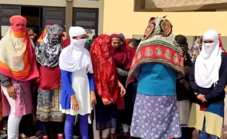 ગર્લ્સ કોલેજમાં યુવતીઓના કપડાં ઉતારી માસિક ધર્મની તપાસ કરાતા હોબાળો